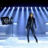 Ірина Шейк взяла участь у показі разом з роботом