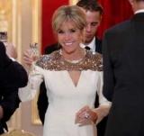 Бріджит Макрон в білому платті стала зіркою на вечері з герцогом і герцогинею Люксембургскими