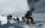 Эверест снова принимает туристов: подано 300 заявок на восхождение